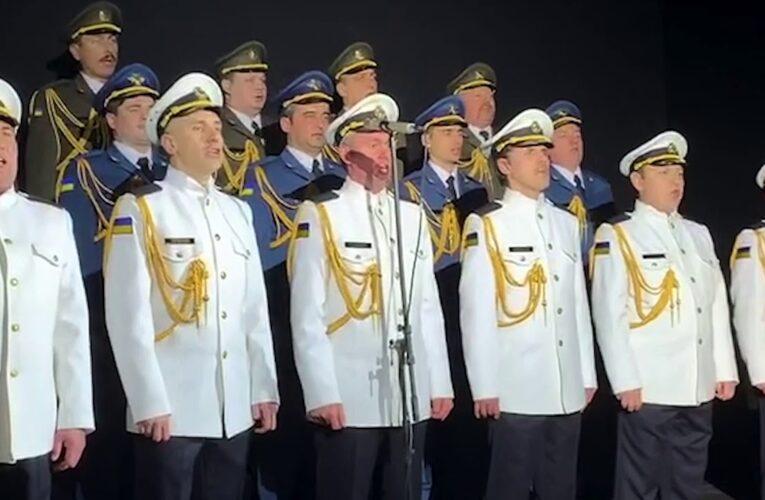 """Військові виконали пісню """"Воїни світла"""" на прем'єрі фільму """"Черкаси"""""""