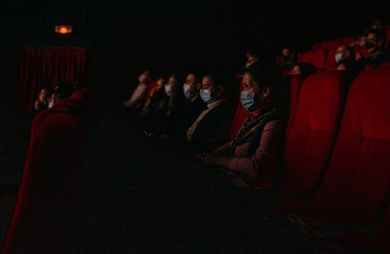 """Кинотеатрам разрешили работать в """"красной"""" зоне"""