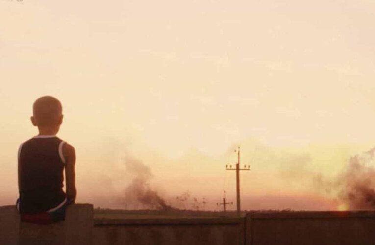 """Фільм """"Віддалений гавкіт собак"""" про хлопчика з Донбасу взяв премію Peabody Awards"""