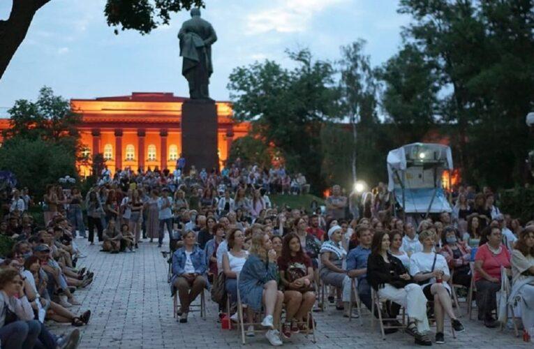 «Кіновернісаж просто неба» продовжує демонструвати українське кіно